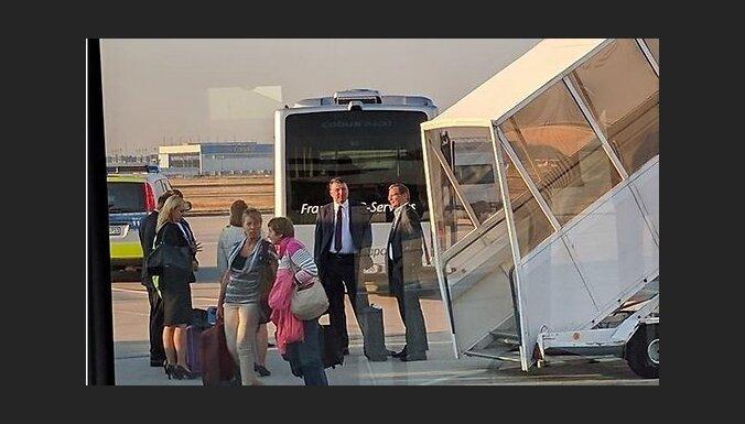 Рейс с Вейонисом на борту задержали из-за пассажирки, которую пришлось высадить