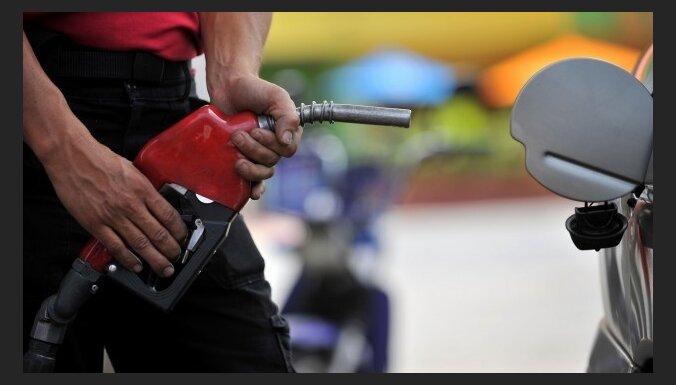 Dažādi viedokļi par biodegvielas piejaukuma iespaidu uz automobiļiem