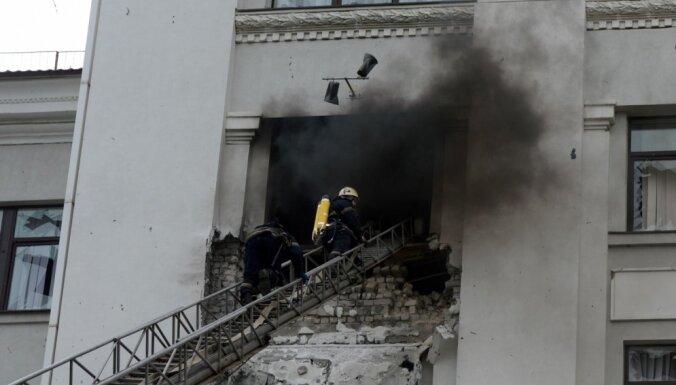 Luhanskā kaujinieki centušies notriekt Ukrainas iznīcinātāju, taču trāpījuši administrācijas ēkā