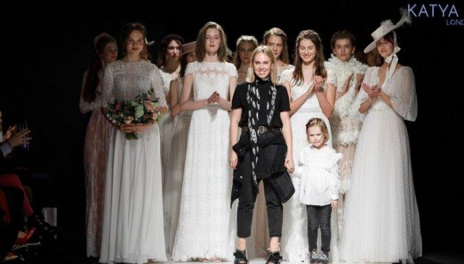 Rīgas modes nedēļas noslēdzošā diena: līgavu tērpi un spilgti akcenti