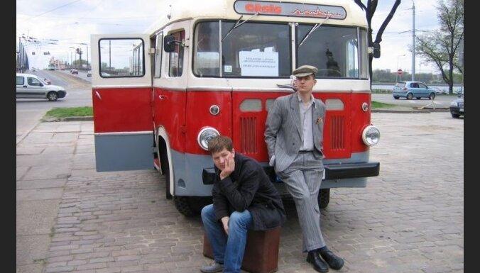Uz muzeju nakti Rīgas Motormuzejā varēs braukt ar 1959.gada RAF busiņu