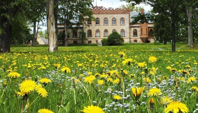 Аристократический замок художников в Звартаве, в который не войдет никакое зло (ФОТО)