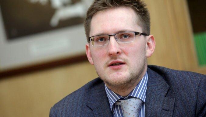 Valsts kancelejas eksjurists Mēkons zaudē advokātam Vonsovičam strīdā par nomelnošanu