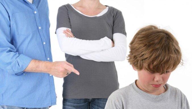 Kā daži vecāki neapzināti izmanto 'melno maģiju' jeb Vārdu burvju spēks