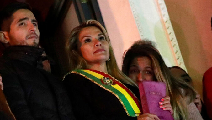 Bolīvijas senatore pasludina sevi par pagaidu prezidenti