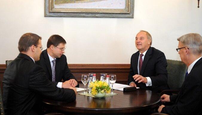Prezidents Bērziņš neatbalsta 'Olšteina grupas' stutētu koalīciju, pieprasa jaunu modeli