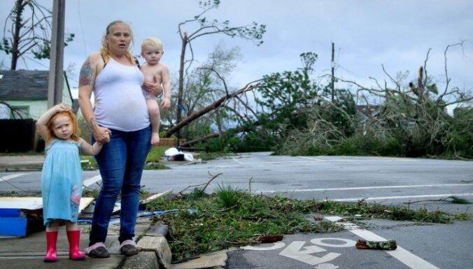 Baisi foto: 'Maikla' papluinītā Floridas piekraste