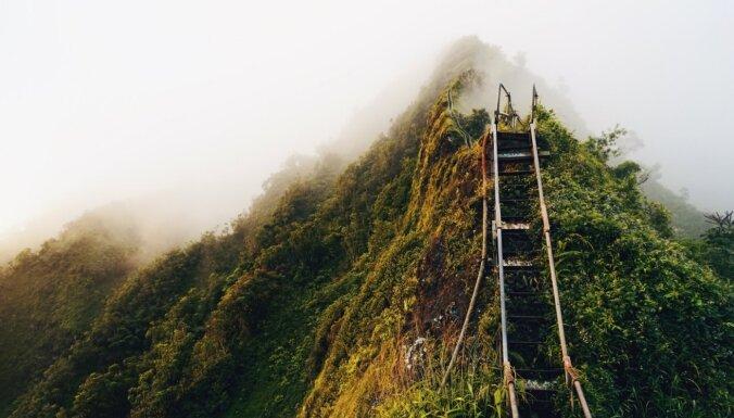 Piecas neparastas kāpnes, kuru galā sagaida pasakainas ainavas