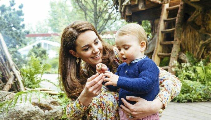 ФОТО: Принц Уильям с женой и детьми на прогулке в саду дикой природы