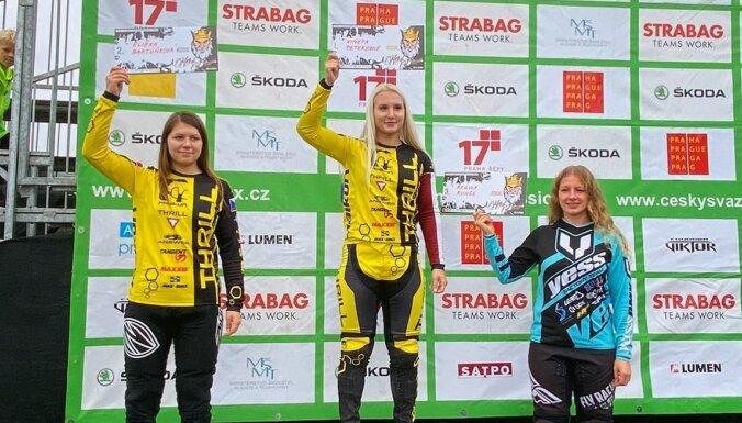 Pētersonei un Krīgeram uzvaras UCI kategorijas BMX sacensībās Čehijā