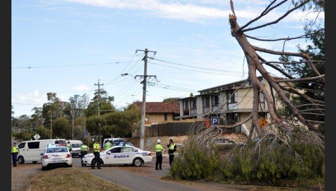 Pēkšņa vētra izraisa haosu Austrālijas pilsētā Pērtā