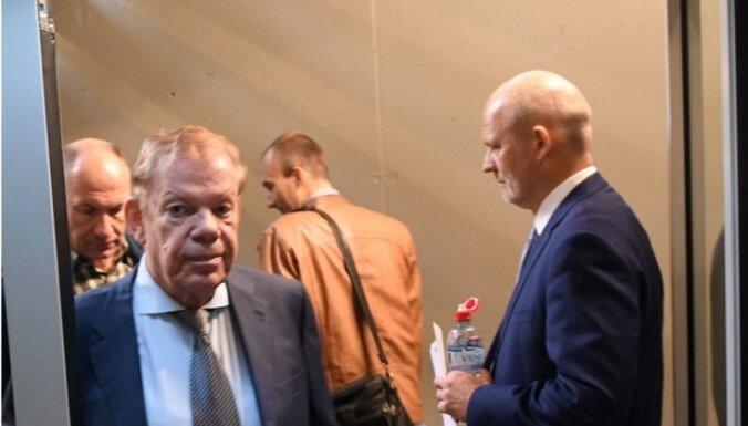 Lipmans kritizē Koziolu un uzskata, ka Bārtulim jādod iespēja