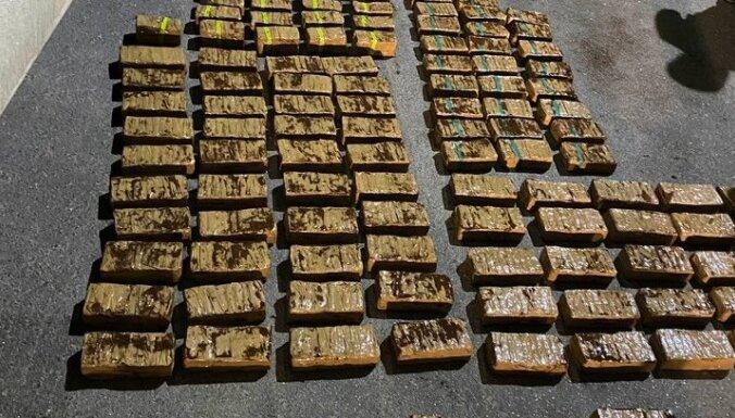 ФОТО. Вместе с оливками из Латвии пытались вывезти 150 кг гашиша