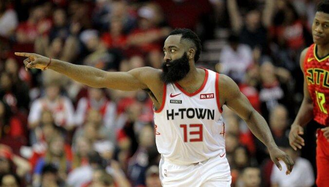 Hārdenam 60 punkti 'Rockets' graujošā uzvarā