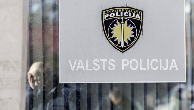 Policija lūdz sākt kriminālvajāšanu par automašīnas dedzināšanu Gulbenē