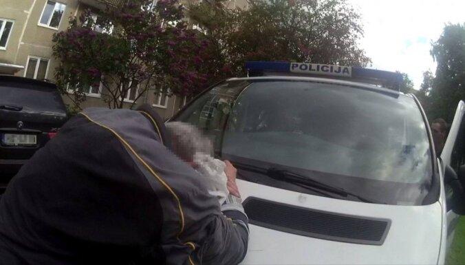 Кенгарагс: возле школы поймали пожилого эксгибициониста-рецидивиста, пугавшего детей