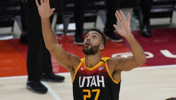 Gobērs trešo reizi atzīts par NBA sezonas labāko aizsardzības spēlētāju