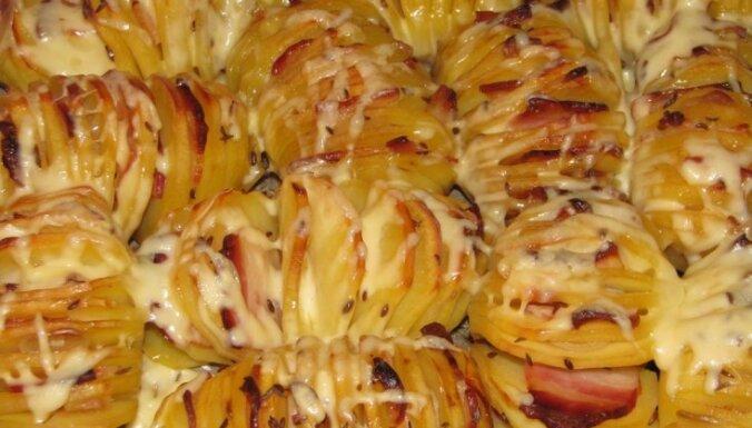 kartupeļi cepeškrāsnī ar bekonu