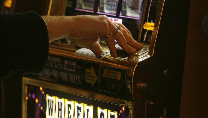 Saeima lemj slēgt azartspēļu zāles 'Covid-19' izplatības laikā