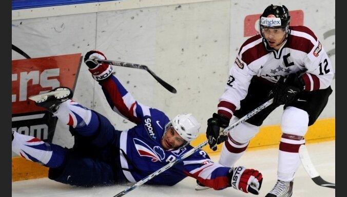 Первый спарринг у французов хоккеисты Латвии выиграли
