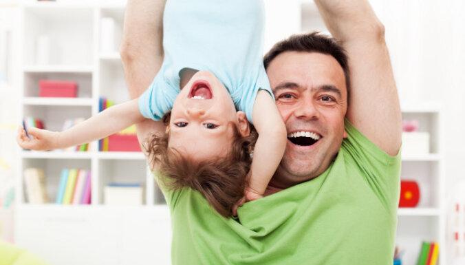 Joprojām daudz darāmā tēva lomas stiprināšanā, uzskata Saeimas komisija