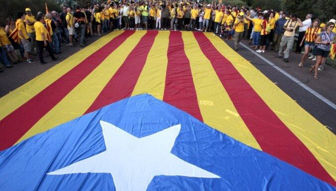 Spānijas Konstitucionālā tiesa atcēlusi Katalonijas neatkarības 'ceļa karti'