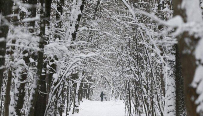 Otrdien vietām snigs