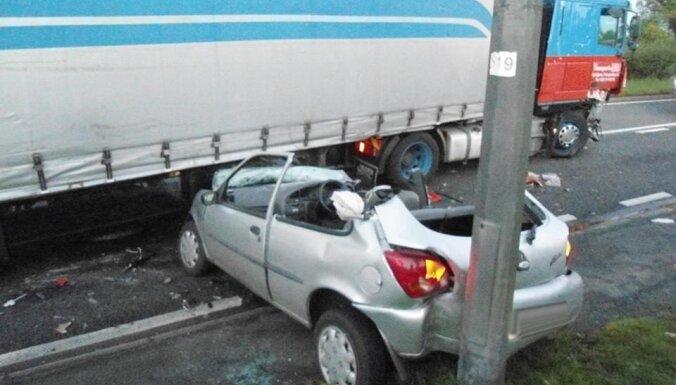 Великобритания: в серьезную аварию попал дальнобойщик из Латвии