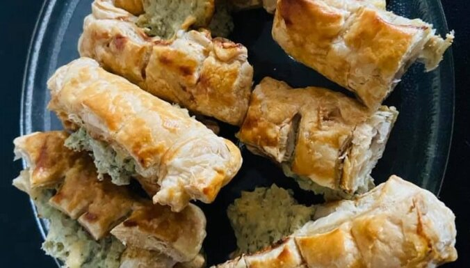 Kārtainās mīklas maizītes ar krēmsiera un zilā siera pildījumu