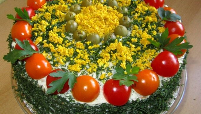 Foto recepte: Īpaši liesā tunča torte kaloriju skaitītājiem