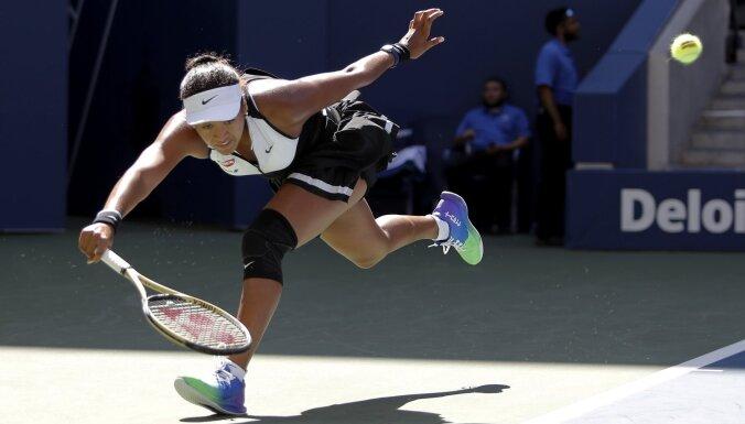 Osaka un Konta spēlēs 'US Open' trešajā kārtā; Zverevam uzvara piecos setos