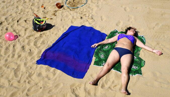 Температура воды на пляжах Латвии достигла +20 градусов