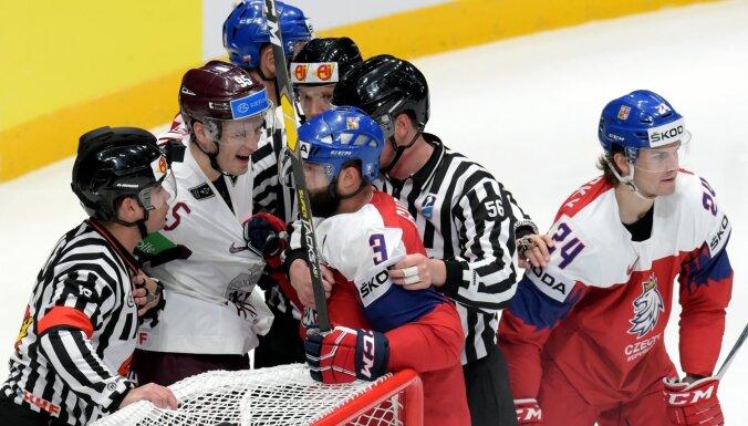 Latvija pēc cerīga sākuma ielaiž piecus vārtus pēc kārtas un atkal zaudē čehiem