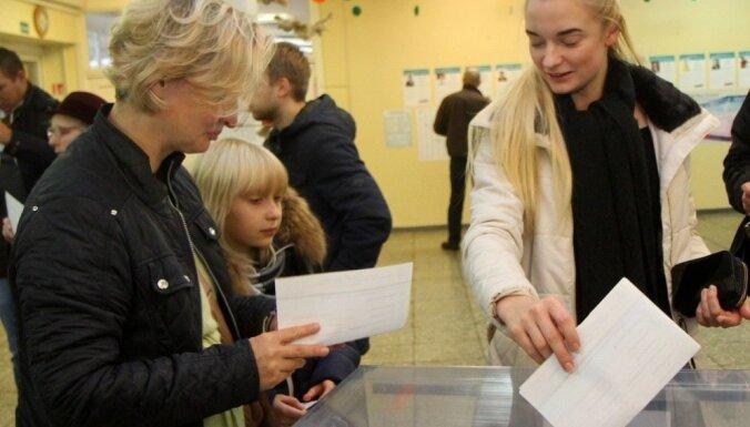 Lietuvas Seima vēlēšanās piedalījušies 49,9 % balsstiesīgo pilsoņu