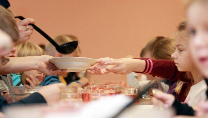 Продовольственно-ветеринарная служба: детские сады в Сигулде кормили детей нелегально
