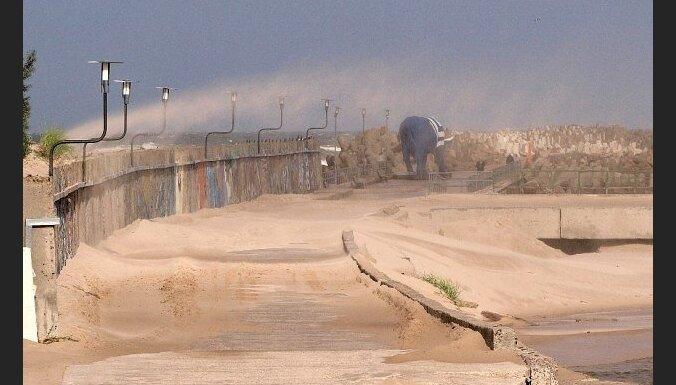 Синоптики настаивают: на Латвию идет ураган