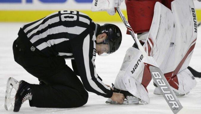 Самая курьезная шайба сезона: вратарь НХЛ закатился с ней в ворота