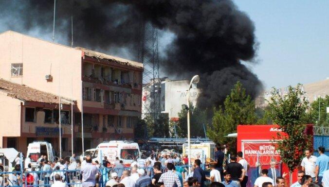 Sprādzienos Turcijā vismaz 12 nogalināto