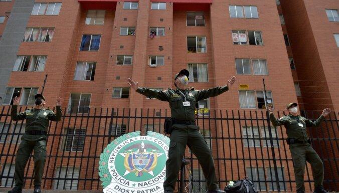 ВИДЕО: Полицейские дают урок зумбы для жителей на карантине