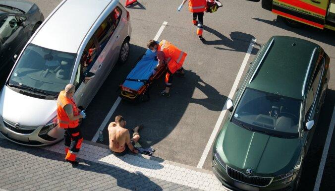 Стрельба на парковке на улице Мукусалас: пострадавший ранен в спину и руку (дополнено в 18:36)