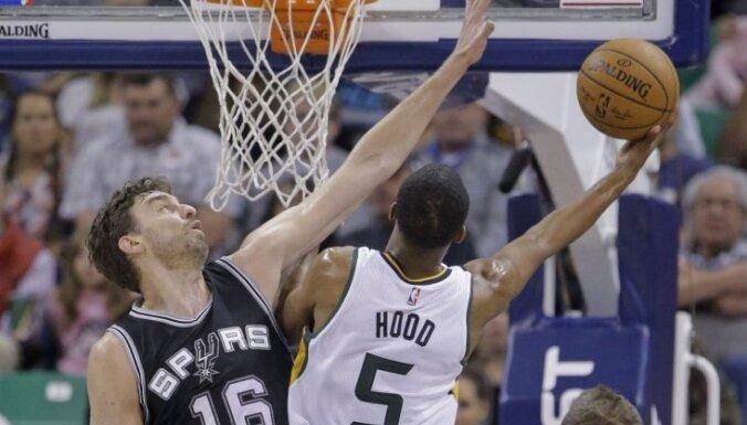 Bertānam liels spēles laiks; 'Spurs' revanšējas 'Jazz' basketbolistiem