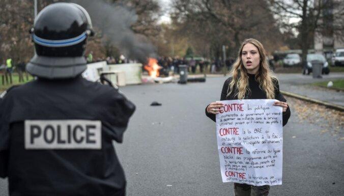 Francijā pieņemas spēkā skolēnu protesti