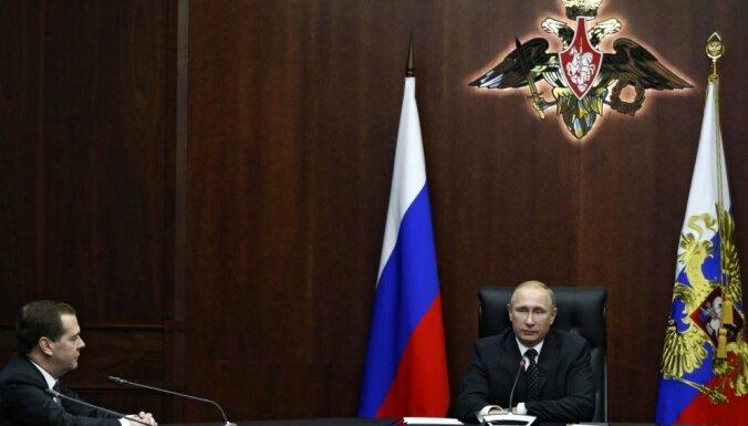 Medvedevs aicinās Putinu pagarināt Krievijas sankcijas pret ES