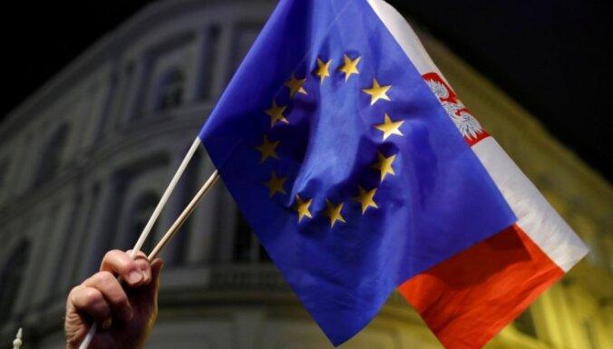 EK sākusi procedūru pret Poliju saistībā ar tiesu sistēmas reformām