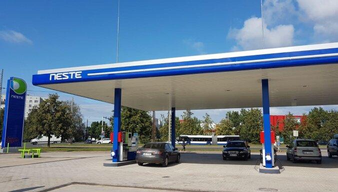 Из-за снижения цен на топливо сократился оборот и прибыль топливной компании Neste Latvija