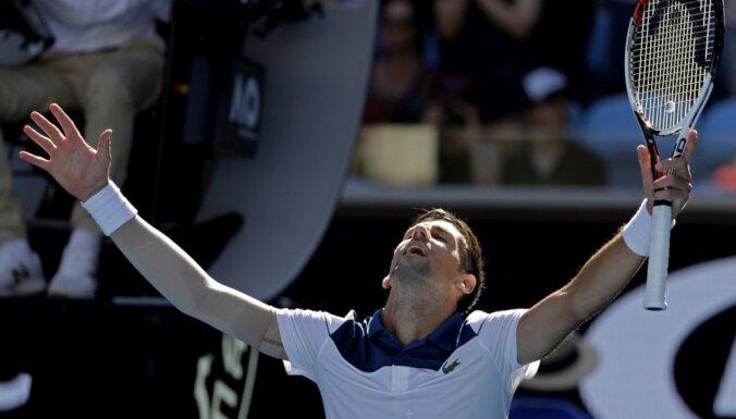 Džokovičs atgriežas ar uzvaru un droši iesoļo 'Australian Open' otrajā kārtā