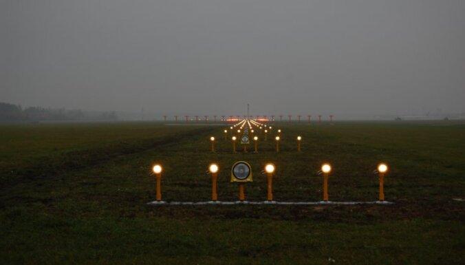 ASV lidmašīna ar 300 karavīriem veic avārijas nosēšanos Kazahstānā