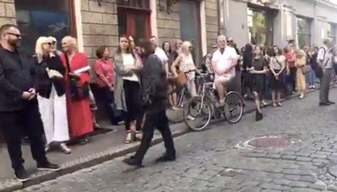 Video: Ar īpašu akciju mudina risināt Vāgnera zāles bēdīgo likteni