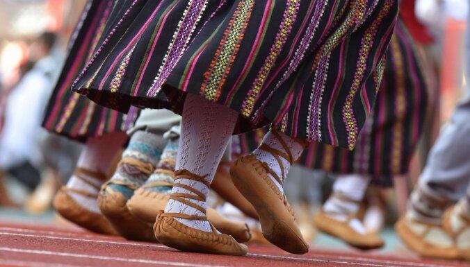 'Ne jā, ne nē' – Saeimas komisija vēl neizlemj par skolēnu Dziesmu un deju svētkiem