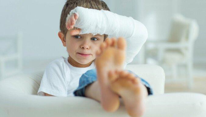 Nekrist panikā, bet rīkoties! Pirmā palīdzība bērnam ar dažāda rakstura traumām